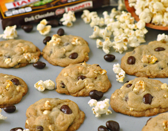 Fun Blockbuster Cookies that include two classic movie snacks ~ The Way to His Heart
